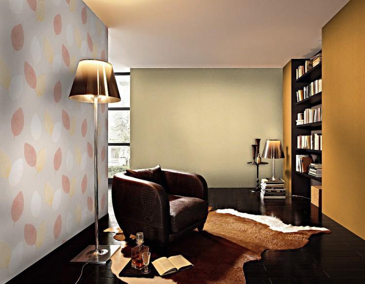 Living décoré avec papier peint